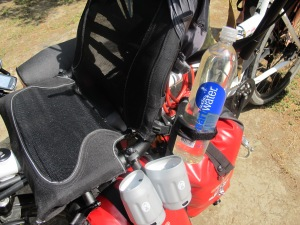 The extra mount for 1.5 litre water bottle (good for mixing rehydrating drinks in)
