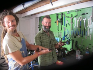 Joe & Bren getting greasy in the workshop.