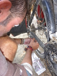 Replacing the chain we bought in Guatemala (that did less than 100km) with the chain the Tozers brought us from Canada.