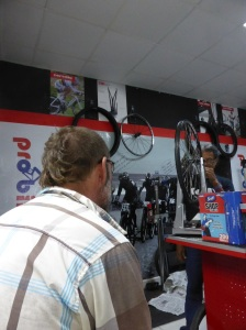Then we met Carlos at Pro Cycles in Panama City who true our rear wheel again. Fingers crossed this one sticks!