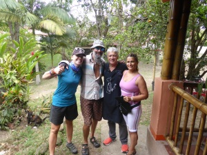 With hosts Hernando & Elisabeth in Calarca. A wonderful rest, HOT shower and awesome food.