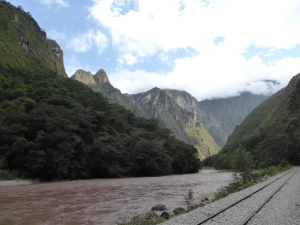 The walk into Machu Picchu town