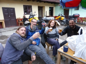 Happy New Years with British cycling crew Claire & Adam. Chcek out their blog https://bearsbanditsandbugs.wordpress.com/2014/12/30/quillabamba-to-cusco-via-some-old-ruins/