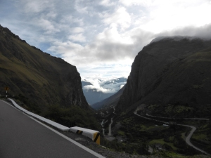 Wicked road in the Sacred Valley. Chcek out all those twists and turns on that awesome downhill. Thats where the brakes failed. Terrifying!