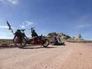 Bremma Bolivia cross legged on road