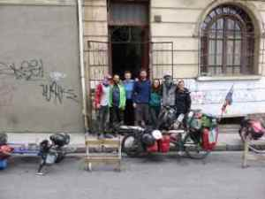 Leaving the Casa De Ciclista in La Paz.(L-R Em, Adam (aka Badger) Olga, Ben (Aussie be default), Tina (Aussie), Bren & Claire)